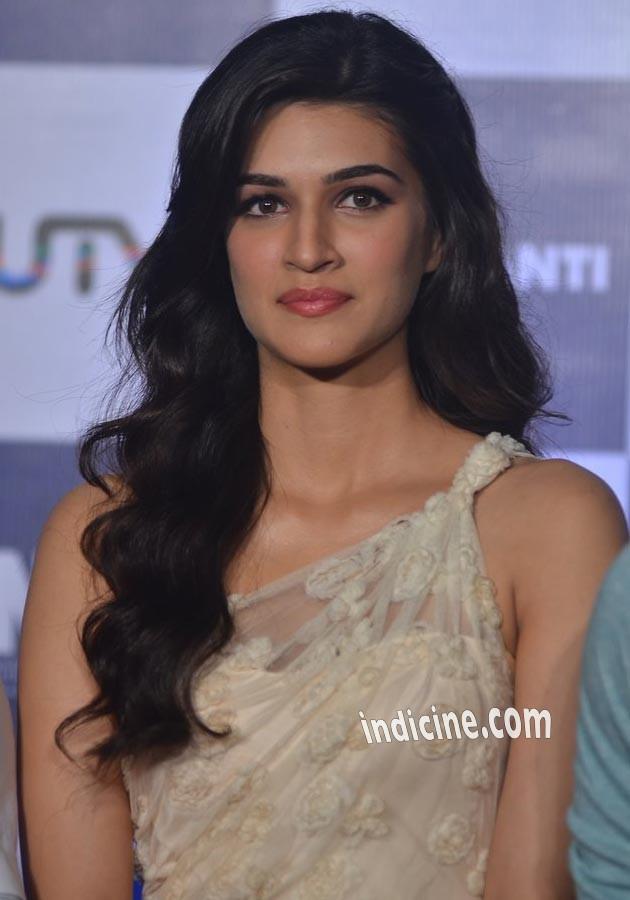 Kriti Sanon at Heropanti Trailer launch