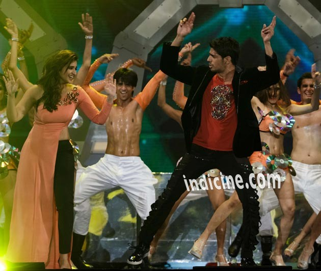 Parineeti Chopra, Sidharth Malhotra perform at IIFA Awards 2014