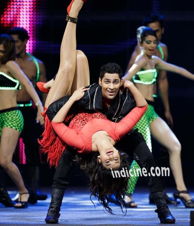 Sonakshi performs at IIFA awards