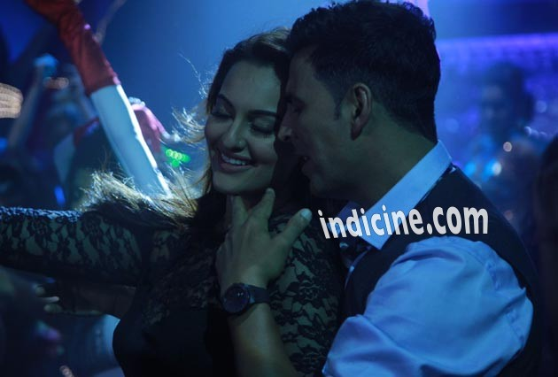 Sonakshi, Akshay in Holiday song Blame The Night