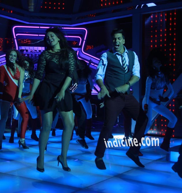 Sonakshi Sinha, Akshay Kumar picture from Holiday
