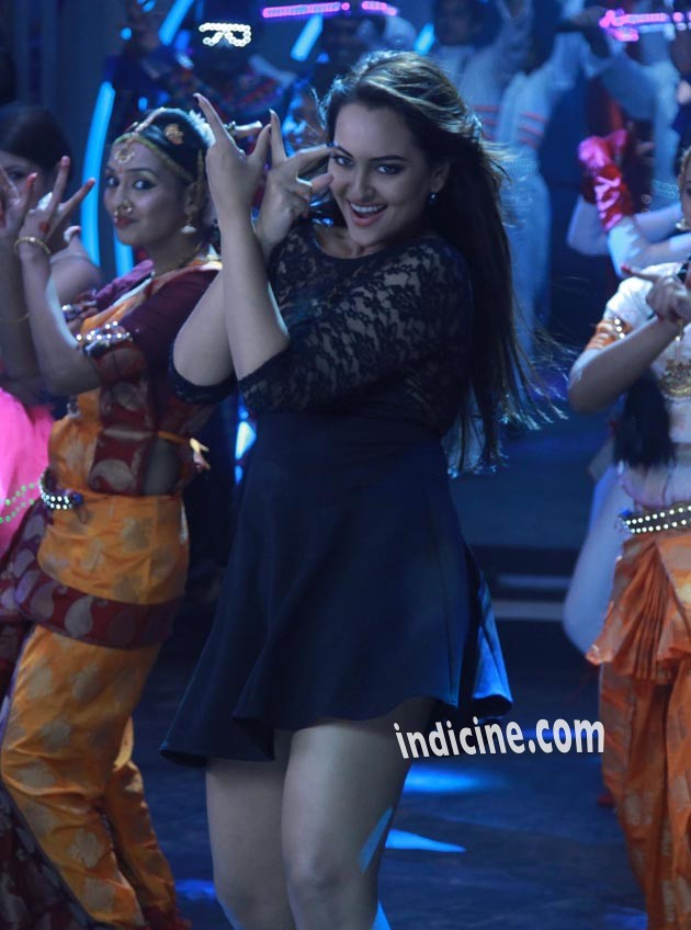 Sonakshi in Holiday song Blame The Night