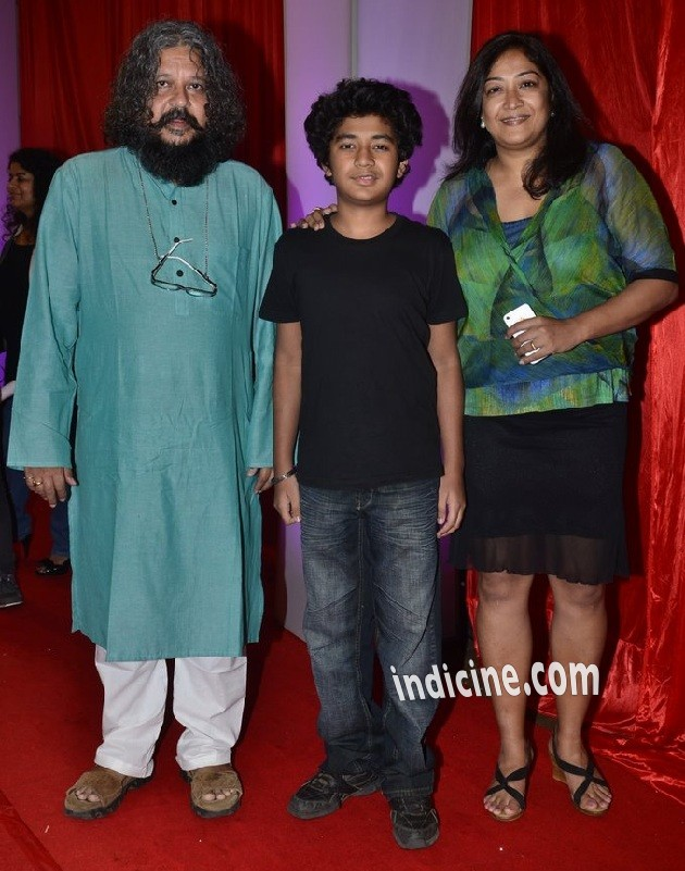 Amole Gupte with wife Deepa Bhatia and son Partho Gupte