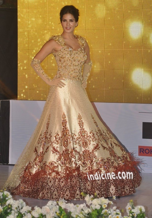 Sunny Leone walks for Rohit Verma