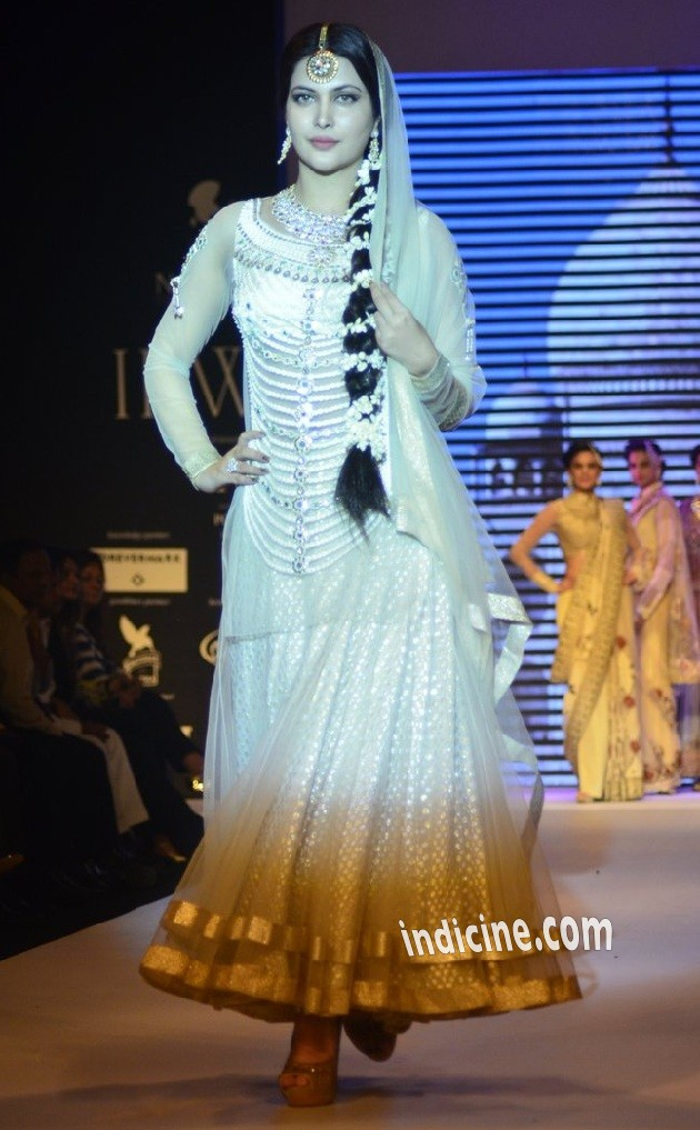Ankita Shorey walks for Gitanjali Gems at IIJW 2014