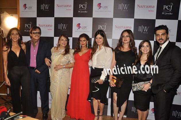 Farah Khan Ali, Sanjay Khan, Zarine Khan, Lisa Ray, Simone Khan, Malaika Parekh and Zayed Khan