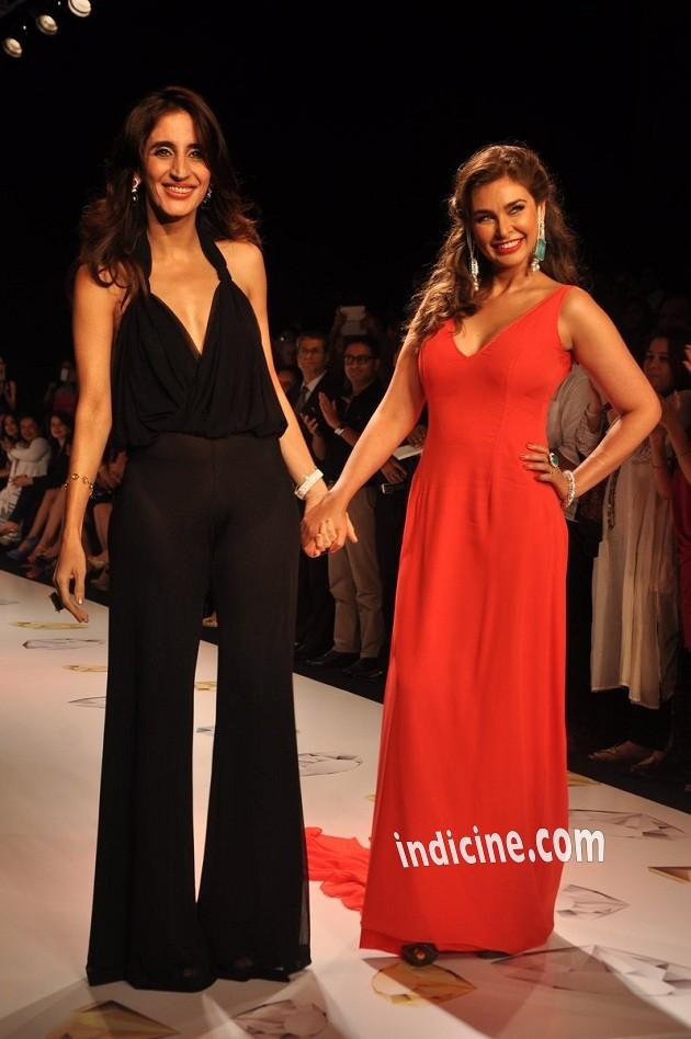 Farah Khan Ali with Lisa Ray