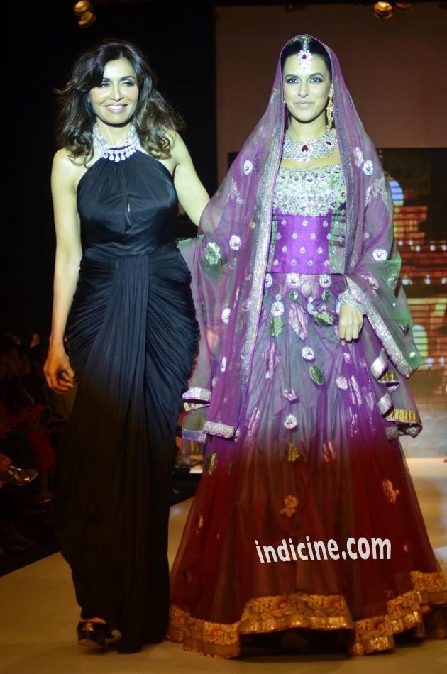 Queenie Dhody, Neha Dhupia walk for Gitanjali Gems at IIJW 2014