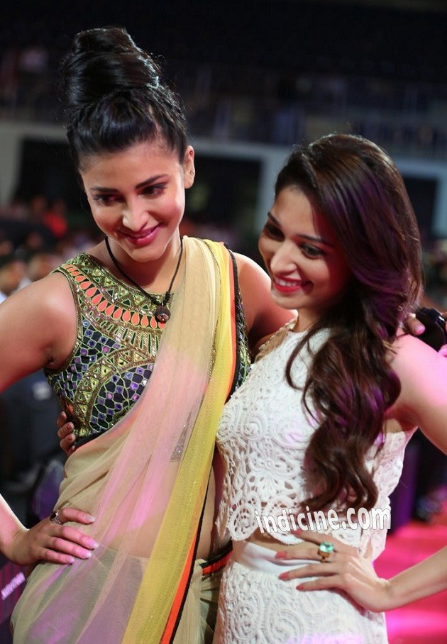Shruti Haasan, Tamanna Bhatia at 61st Idea Filmfare South Awards 2013