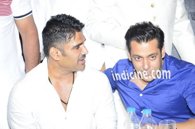 Sunil Shetty, Salman Khan at Iftaar party