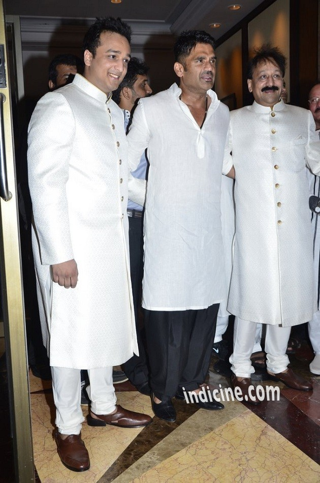 Zeeshan Siddique, Sunil Shetty and Baba Siddique