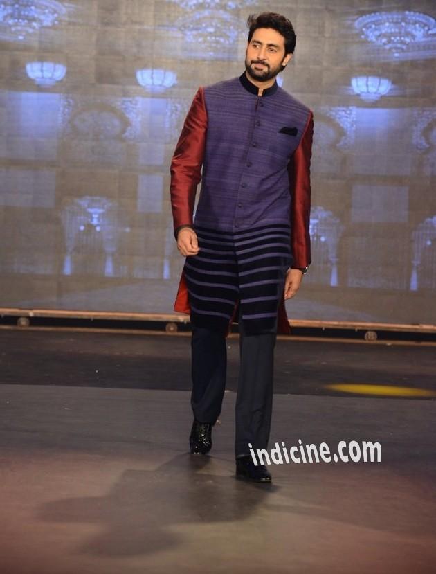 Abhishek Bachchan walks for Manish Malhotra at the Happy New Year trailer launch