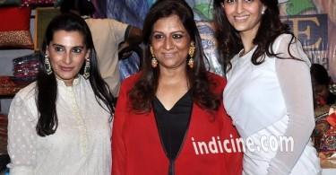 Mana Shetty with Akanksha Malhotra