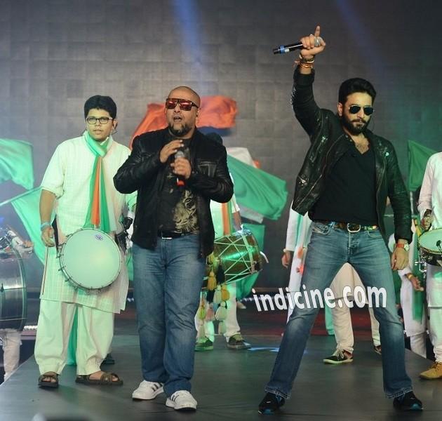 Vishal Dadlani, Shekhar Ravjiani at Happy New Year trailer launch