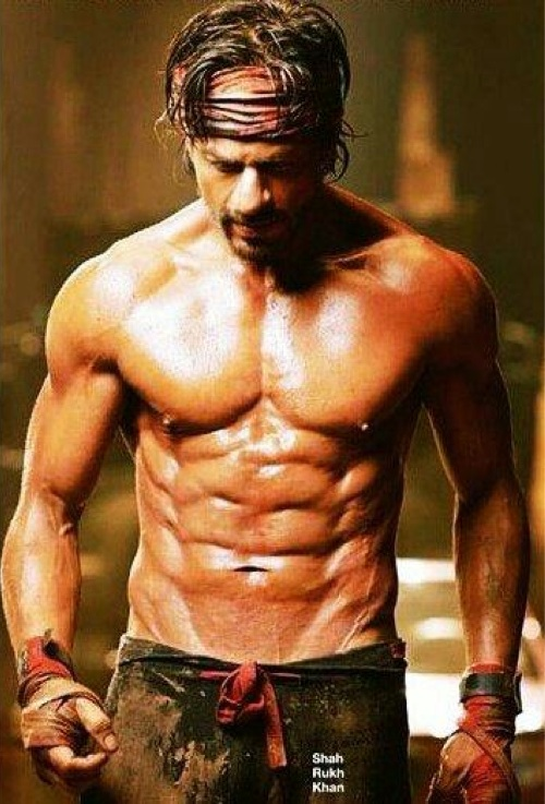 Akshay and Ajay indirectly take a dig at Shahrukh Khan's 8 pack abs!