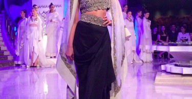 Kareena Kapoor walks for Anamika Khanna at LFW Finale