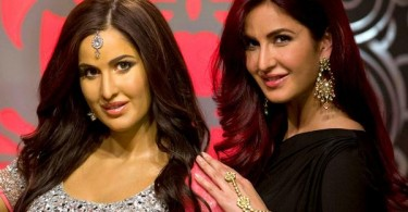 Katrina Kaif's smiling pose with her wax statue
