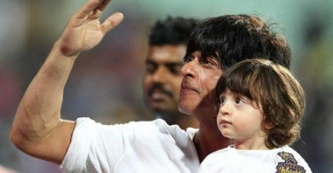 Shahrukh Khan, AbRam cheer for Kolkata at Eden Gardens