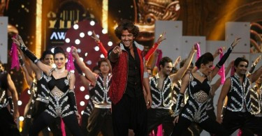 Hrithik Roshan performing at IIFA
