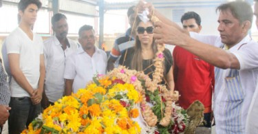 Gauri Khan and Aryan attend Shahrukh Khan's spot boy Subhash Dada's funeral