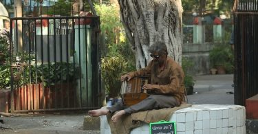 Sonu Nigam goes unrecognised as old street musician