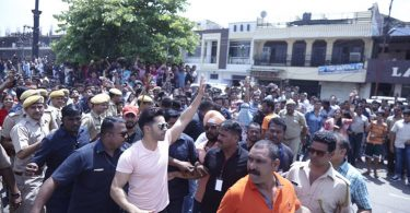 Varun Dhawan waves out to his fans