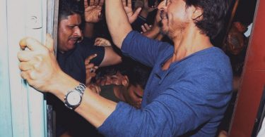 Shahrukh Khan promotes Raees by Rail
